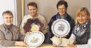 (von links) Margarete Mehrens-Alfer (KCK) mit Keramikern Mathias Frank, Annelies Liebschner-Stabenow und Susanne Ehmling Foto:G.Tietje-Räther